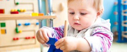 metodo-montessoriano-aiuta-il-bambino-a-fare-da-solo-1862852012[2491]x[1038]780x325